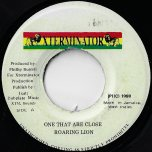 One That Are Close / Dub Vox - Roaring Lion